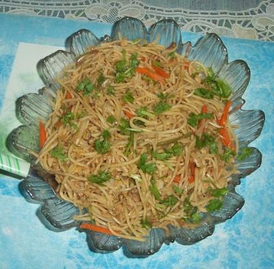 Hakka noodles (Veg – Chicken)