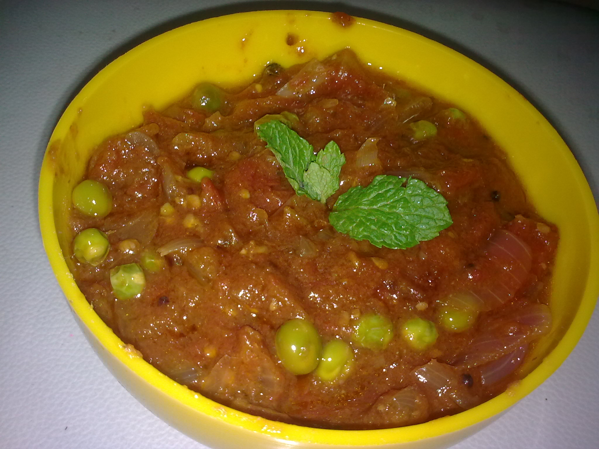 Tangy Tomato Green peas curry | Spiceindiaonline