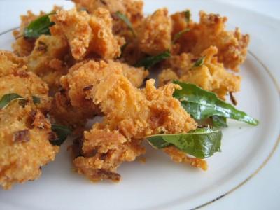ONION PAKODA RECIPE – Crispy Onion Fritters / Onion Pakora recipe / Garam Pakoda